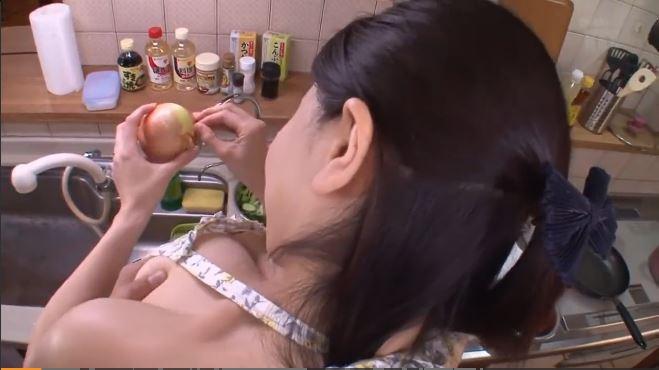 【沖田杏梨】「ちょっとやめてよぉ♡」Lカップ巨乳の美人嫁が料理してたので背後からおっぱいやおしりを揉んでみた!ご飯の後はもちろんセックス!