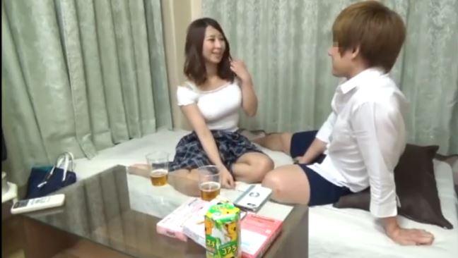 【二宮和香】でかい!Hカップ巨乳の女子大生をナンパしてお持ち帰り!服の上からのでかいおっぱいを見るだけで興奮する!もちろん服脱がされて生乳揉まれてセックスまでしちゃいます!