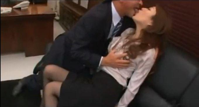 【星野あかり】「ちょっんん!!」Fカップ巨乳人妻OLが社長に身体を要求されてそのまま受け入れちゃうw