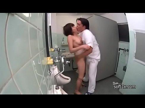 【巨乳×マッサージ×レイプ】「やめてください!」マッサージの途中でトイレに駆け込んだかわいいお姉さんを犯しちゃうw