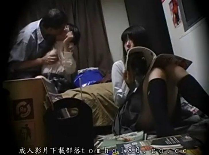 【女子高生×セクハラレイプ】「やめて!」友達の父親に身体をまさぐられてキスフェラ、中だしセックスまでさせられる!友達は助ける気なしw