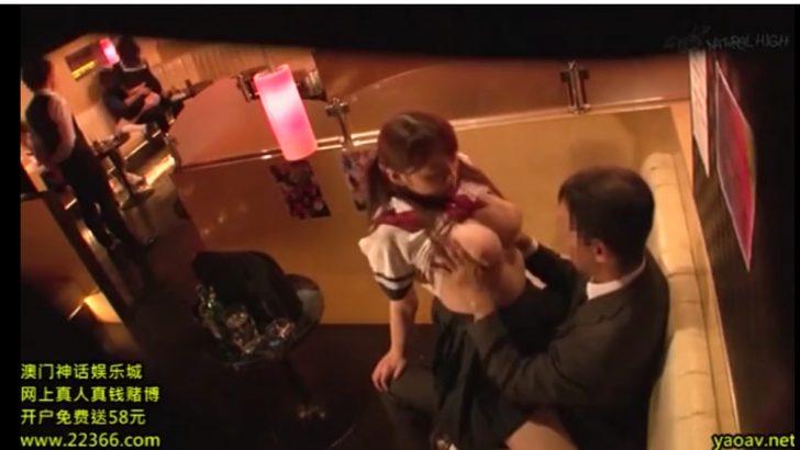 【おっぱいパブ×爆乳女子高生】jkコスのかわいい巨乳オッパブ嬢のおっぱい揉みまくって挿入しちゃうw
