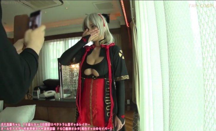 【爆乳コスプレイヤー 個人撮影】FGO 沖田総司〔オルタ〕のコスプレをしたGカップレイヤーが後ろからおっぱい揉みまくられるw